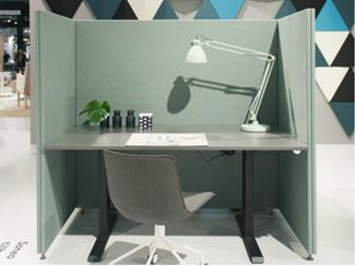 Sound absorbing free standing workstation screen