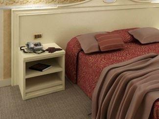 (bedside) मेज